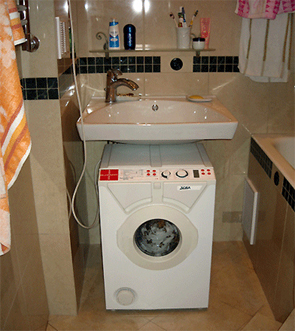 Ideatarium v shape washing machine for Small bathroom designs with washing machine